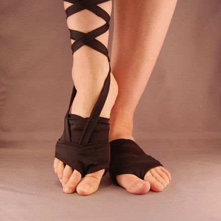 Want. May try to make...but will probably buy :)  Leotoes - Black Satin. $25.00, via Etsy.