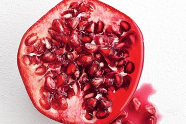 Ten secrets of pomegranate cooking tips - how_to cooking tips - Add colour to dishes with pomegranates.