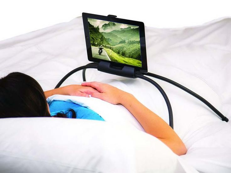 Tablets zijn tegenwoordig niet meer weg te denken. We lezen er e-books op, spelen spelletjes of kijken naar films en series. Je zou haast denken dat mobiel entertainment niet veel beter kan worden. Maar alles kan altijd beter. Met deze Tablift Tablet Stand hoef je een zogenaamd draagbaar apparaat zelfs niet meer te dragen. Geniet gewoon languit vanuit je bed of je sofa van het beeld op je scherm. Het design van dit ondersteunend tablet accessoire is zowel soepel als stevig, waardoor het…