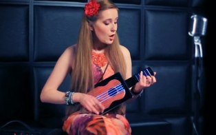 We've seen many gadgets that turn an iPad or an iPhone into a musical instrument or accessory, but we haven't seen one that takes both these devices and connects them together to create a ukulele - until now.     The Futulele can work solely as an iPad app, but it can also come with a gui...