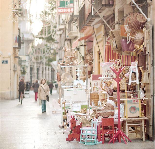 La calle de las cestas, un lugar mítico del centro de Valencia.
