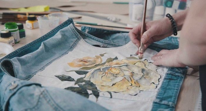 Can You Get Acrylic Paint Out Of Clothes Painting On Fabric With Acrylic Paint Is It Even Possible Craft Leisure Fabric Painting Acrylic Paint On Fabric Painted Clothes Diy