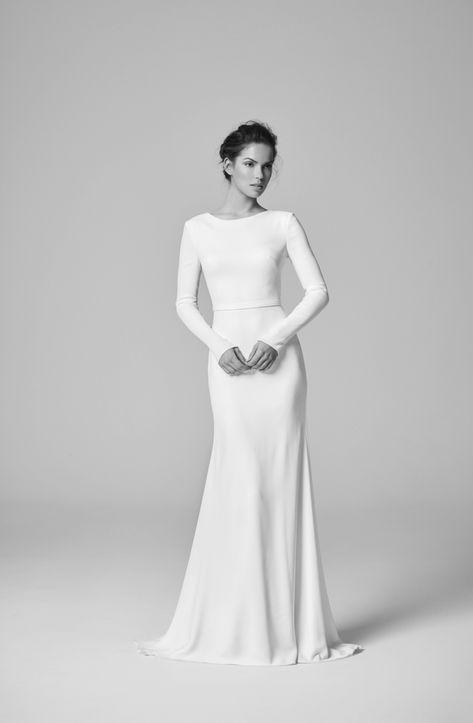 986432704a vestidos de novia sencillos, corte elegante tipo sirena con mangas largas,  vestido de dos piezas, pelo recogido de manera elegante