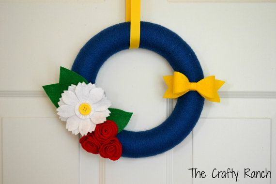 Patriotic Yarn Wreath  10 inches by lorange26 on Etsy