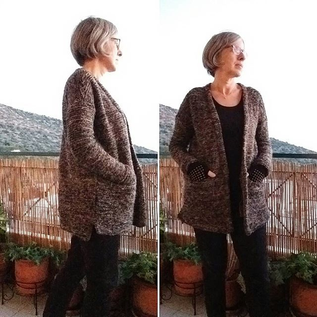 #driftlesscardigan @grainlinestudio in a chunky knit - pretty happy with the result although the recommended fabrics are medium-weight. I love it when garments turn out as imagined!driftlesscardiganeirenepaulidou