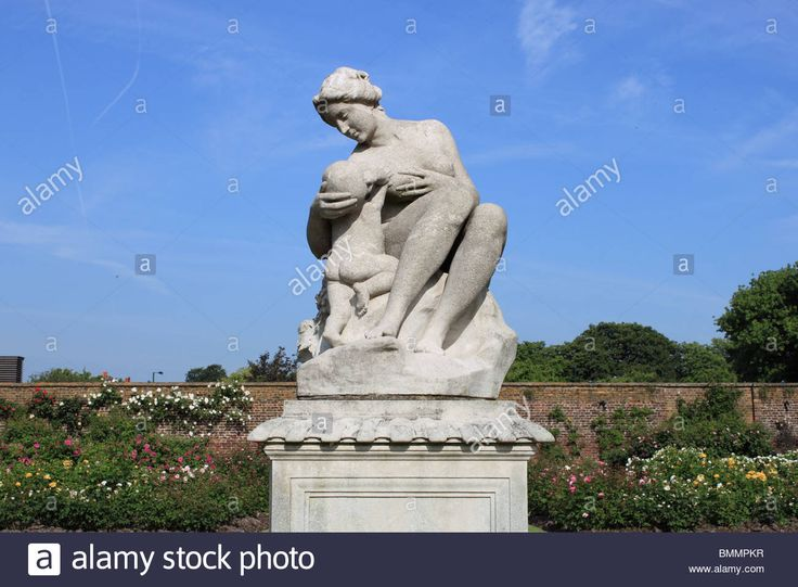 Download this stock image: Classical statue in rose garden, Hampton Court Palace, East Molesey, Surrey, England, Great Britain, United Kingdom, UK, Europe - BMMPKR from Alamy's library of millions of high resolution stock photos, illustrations and vectors.