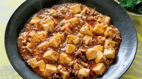 栗原 はるみさんの絹ごし豆腐を使った「マーボー豆腐」のレシピページです。ご飯のおかずにぴったりの、ピリ辛マーボー豆腐。薄切りの牛肉を刻んで、お肉の食べごたえも満点。本格派の味。 材料: 絹ごし豆腐、ねぎ、にんにく、しょうが、牛切り落とし肉、A、B、豆板醤(トーバンジャン)、紹興酒、花椒(ホワジャオ)、香菜(シャンツァイ)、かたくり粉、塩、サラダ油、ごま油