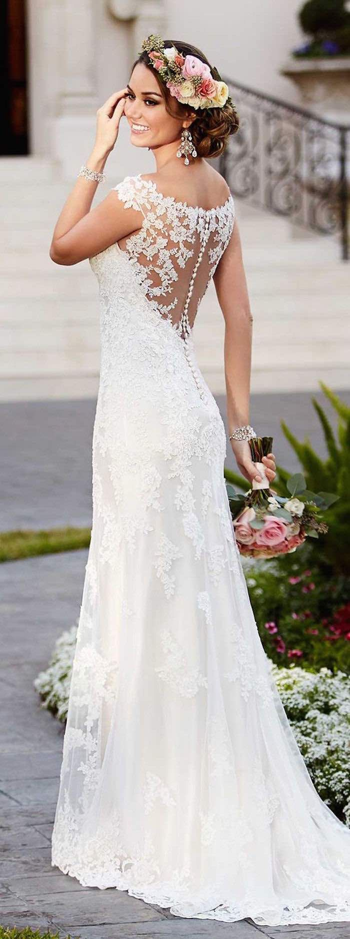 Gorgeous Stella York lace wedding dress looks amazing for this summer floral crown.