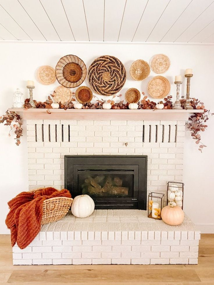 Fall Fireplace Mantel, Brick Fireplace Makeover, Family Room Walls, Family Room Fireplace, Living Room Inspiration, Home Decor Inspiration, Decor Ideas, Room Ideas, Ceiling Materials