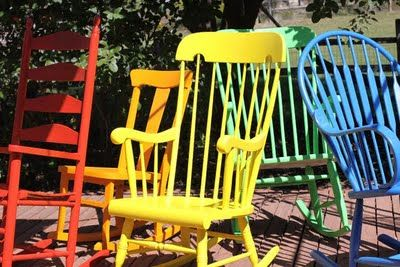 DIY Multi-Color Rocking Chairs. Click through for instructions.: Ideas, Rocks Chairs, Rockers, Rocking Chairs, Rainbows Colors, Outdoor Chairs, Thrift Stores, Front Porches, Bright Colors