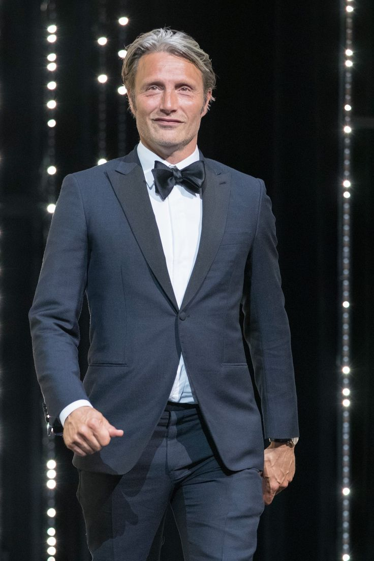 [May 22] The 69th Annual Cannes Film Festival - Closing Ceremony - 055 - Mads Mikkelsen Source