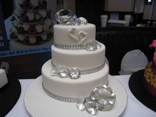 Cake Designs For Diamond Wedding : 87 best images about Wedding Cakes on Pinterest Wedding ...