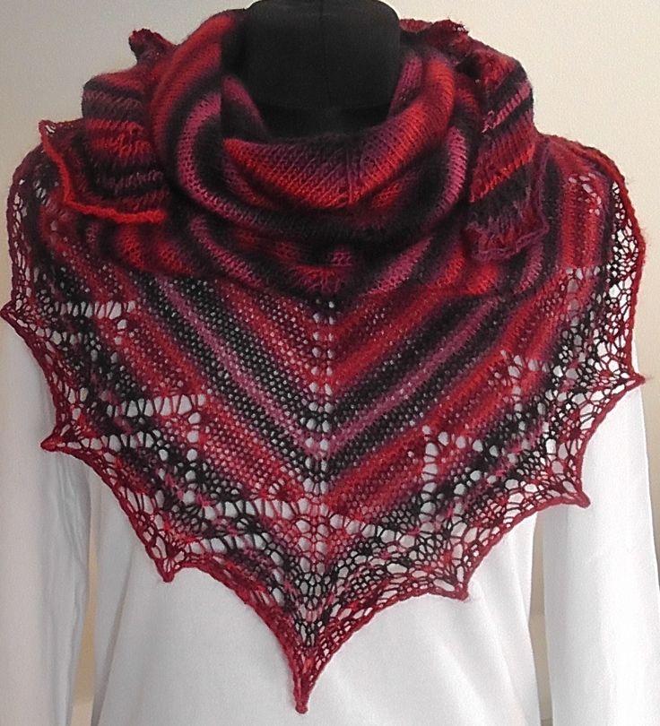 červánkový šáteček Pletený šátek z kvalitní zahraniční příze, nositelný celoročně :-) Barvy - červenočernofialovomodrý melír. Rozměry: nejdelší strana cca 130 cm, v cípu cca 65 cm.