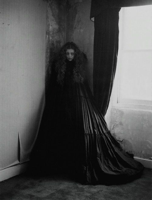 .Long Dresses, Vogue Fashion, Italian Vogue, Halloween Costumes, Fashion Style, Dark, Tim Walker, Fashion Editorial, Editorial Fashion