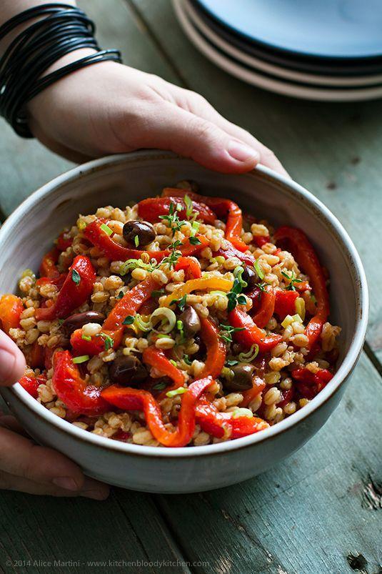 Insalata di farro e peperoni arrostiti di Y. Ottolenghi | Veganly.it - Ricette vegane dal web