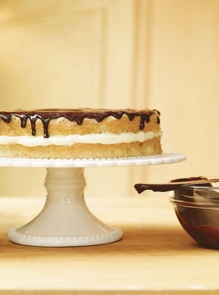 Recette de Ricardo: Gâteau Boston. Recette de génoise, de crème à la vanille et de ganache. Dessert pour 10. Temps de cuisson du gâteau: 45 minutes. Réfrigérer.