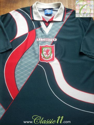 Relive Wales' 1995/1996 international season with this vintage Umbro away football shirt.