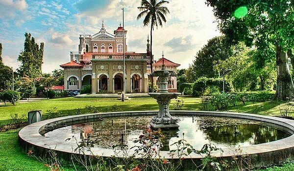 Location: Aga Khan Palace  @trellingpune 's top picks of the day. . . Featured Artist: @coloursofpune . . The Aga Khan Palace was built by Sultan Muhammed Shah Aga Khan III in Pune, India. Built in 1892, it is one of the biggest landmarks in Indian history. The palace was an act of charity by the Sultan who wanted to help the poor in the neighbouring areas of Pune, who were drastically hit by famine. . . Find your next weekend destination on the Trell app. . . Link in bio. . . Use…
