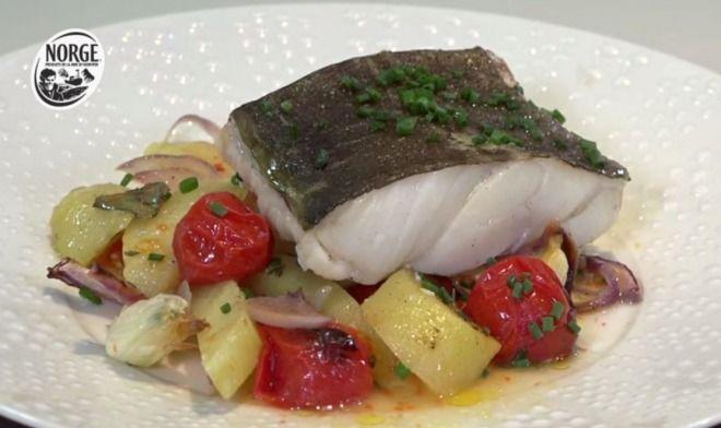 """750g vous propose la recette """"Dos de cabillaud Skrei de Norvège au four"""" accompagnée de sa version vidéo pour cuisiner en compagnie de Chef Damien et Chef Christophe."""