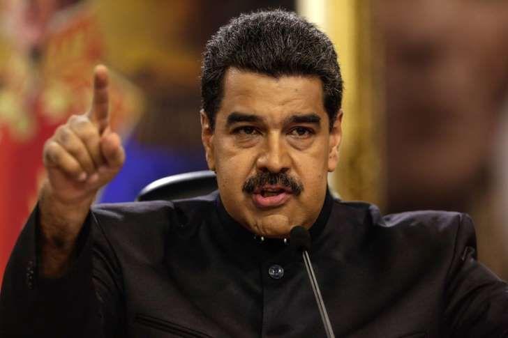 """<p>El jefe de Estado de Venezuela, Nicolás Maduro, difundió hoy un vídeo en el que se burla del jefe del Parlamento, Julio Borges, al que un coronel de la policía militarizada agredió recientemente, y dijo que esta era la respuesta al """"entrometido"""" gobernante colombiano, Juan Manuel Santos.</p>"""