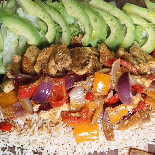 A delicious platter of fajita spiced chicken and rice. Get the recipe at: http://properfoodie.com/fajita-spiced-chicken-platter/