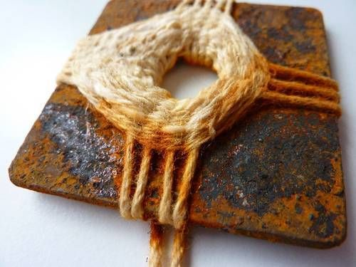 unconventional weaving--now I want to find cool stuff to do small weavings with my stash of handspun yarns!