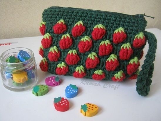 Crochet Coin Purse with Strawberry Stitch
