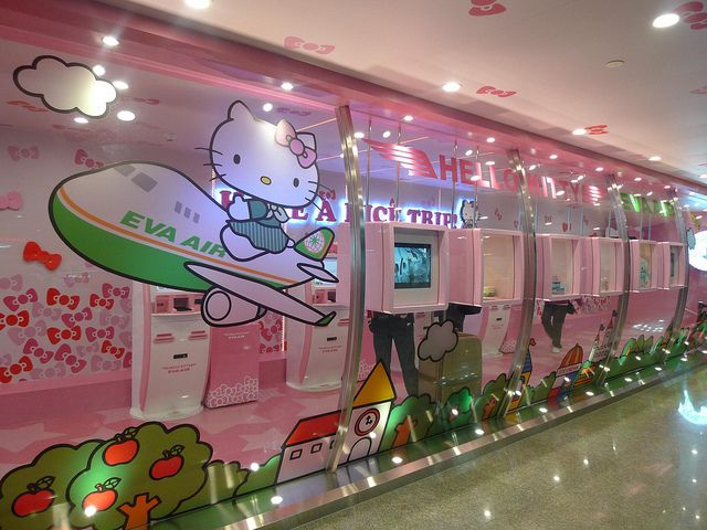 I want to fly on this airline in first class. WOW!!!  hello kitty eva air | Hello Kitty at Tao Yuan Airport, Eva Air Lounge,, Taipei