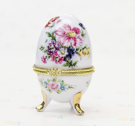 A beautiful floral white porcelain egg casket with a top gold-trimmed lid. Great place to store tiny things like rings and such.  ***** Browse our collection of vintage beauty tools and vanity storage: https://www.etsy.com/ca/shop/TopSecretShoppe/items?section_id=22584069  ***** Your