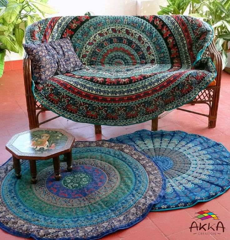 Round carpet / couch throw, with Indian Mandala drawings in blue, red and multicoloured cotton doubled fleece.  Diameter 200 cm.  #carpet #couch #outfit #greenchristmas