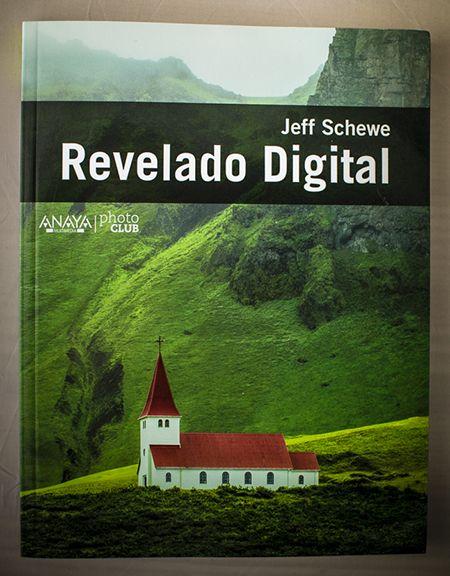 """""""Revelado Digital"""" es un libro absolutamente recomendable para entender más allá de lo obvio, qué son, cómo funcionan y cómo puede maximizarse la calidad de una imagen a partir de un archivo RAW. Y Jeff Schewe es una referencia insoslayable en este campo. -"""