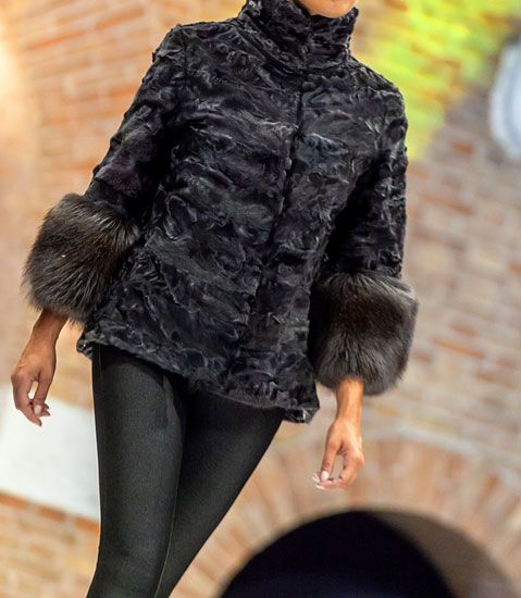 Short fur coat with long sleeves