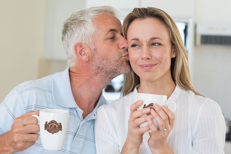 Światowy Dzień pocałunku 💋 są dni, kiedy warto wstrzymać sie od jedzenia czosnku i mieć przy sobie zapas miętówek lub odświeżyć oddech którąś z pysznych herbat Basilur. W pocałunku drzemie wielka moc - można nim wyrazić całą gamę uczuć, od sympatii, przez wdzięczność, miłość, aż po pożądanie ponadto całowanie niweluje stres, obniża cholesterol i pozytywnie wpływa na układ krążenia 😘☕️ Basilur śle buziaki 💋  #tea #teatime  #czasnaherbate #glutenfree #gmofree #srilanka #teaparty #premiumtea