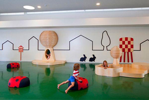 Современный интерьер игровой комнаты для малышей