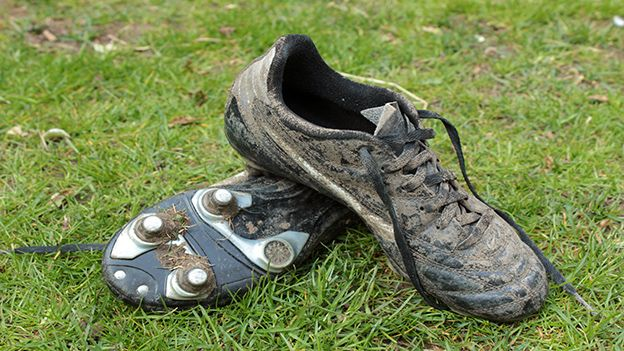 An important part of men's football kits are the football boots. In the absence of decent boots that have the right studs, players find it really difficult to