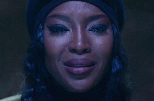 Наоми Кэмпбелл расплакалась в клипе «Drone Bomb Me» певицы Anohni (видео)