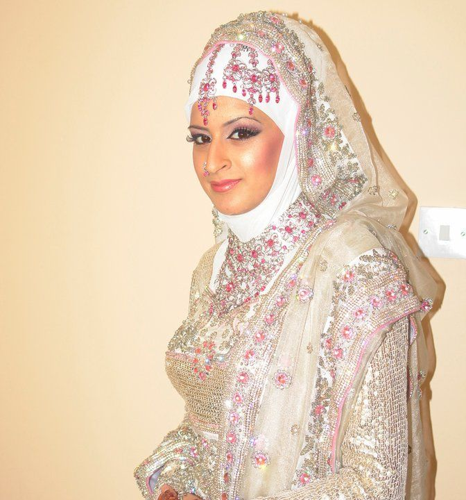 THE BRIDE WEARS HIJAB: Indian/Pakistani/Afghani Bridal Style