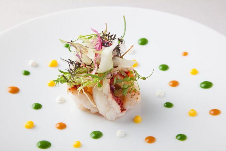 """""""神戸北野ホテルにある「フレンチレストラン アッシュ」はフランス料理界の重鎮ベルナール・ロワゾー氏の教えを受け継いだ、格式あるレストランです。地元の食材を積極的に取り入れ、日々進化する料理をご堪能ください。 http://www.diners.co.jp/ja/benefit/detail.html?sid=R1119 """""""