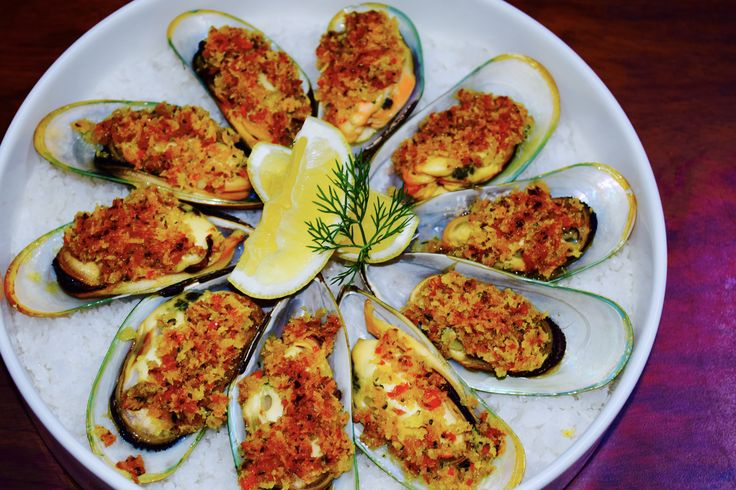 greenlip mussels with herb and ginger crust