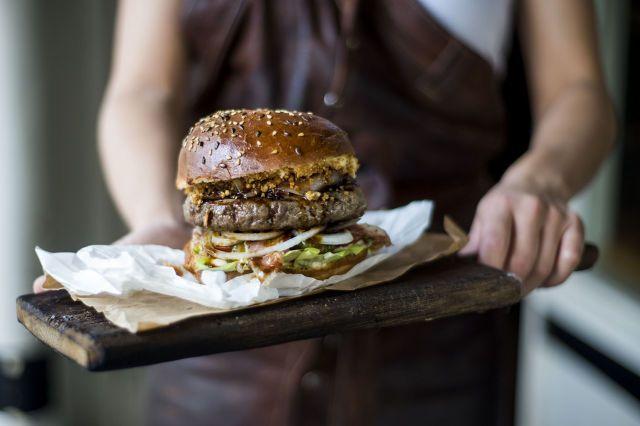 Rotterdamse hamburgerbar verkozen tot Beste Burgerbar van Amsterdam  - Esquire.nl