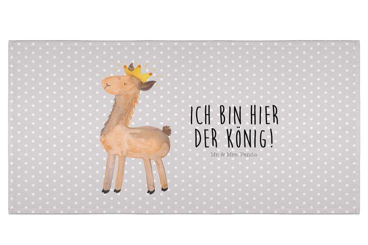 50 x 100 Handtuch Lama König aus Kunstfaser  Natur - Das Original von Mr. & Mrs. Panda.  Dieses wunderschöne Handtuch von Mr. & Mrs. Panda hat die Größe 50 x 100 cm und ist perfekt für dein Badezimmer oder als Badehandtuch einsetzbar.    Über unser Motiv Lama König  Lamas sind für uns bei Mr. & Mrs. Panda die Königstiere und die pure Coolness der Tierwelt. Darum hat Nora gleich zu Papier und Farben gegriffen und unsere Lama-Kollektion entworfen.    Verwendete Materialien  Die verwendete sehr…
