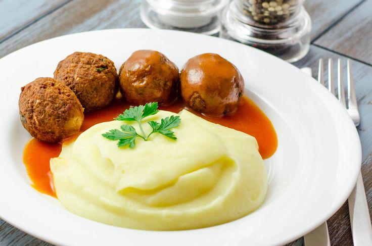 Chiftelute cu sos tomat si cartofi piure
