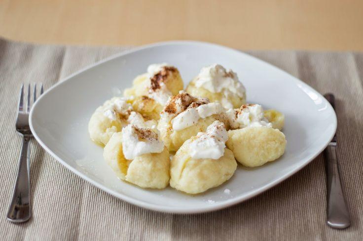 Tvarohovo-bramborové ovocné knedlíčky