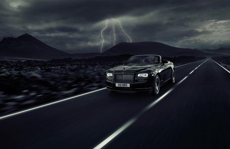 Более года назад компания Rolls-Royce представила миру новую серию моделей Black Badge — не просто роскошное, но самое экстравагантное и неординарное исполнение обычных Роллсов (если к ним слово «обычный» вообще применимо). Это «тёмное альтер эго бренда Rolls-Royce» было запущено на рыночную орбиту в виде особенных купе Wraith и седана Ghost. Теперь же пришёл черёд кабриолета Dawn Black Badge. Британцы выставят его на открывающемся 29 июня Фестивале скорости в Гудвуде.