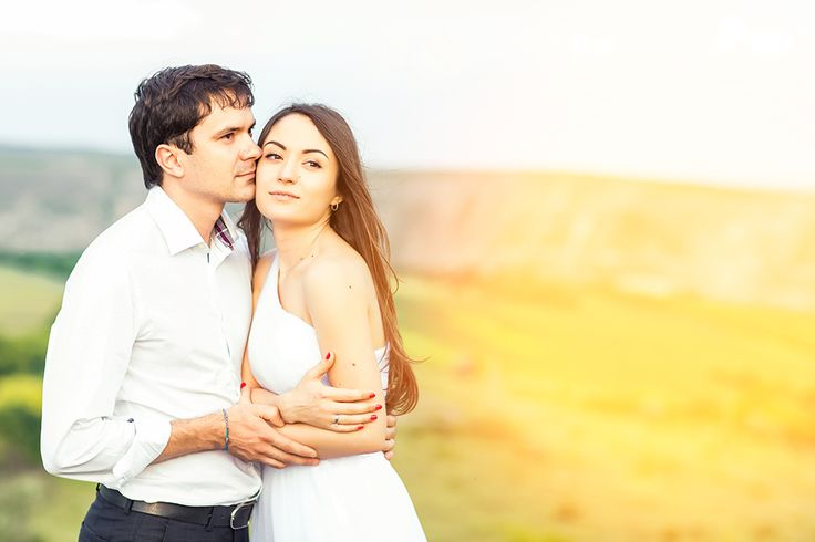 Choose the right style for your wedding photography  - http://www.designerweddingpros.com/choosing-the-right-style-of-wedding-photography-for-you/