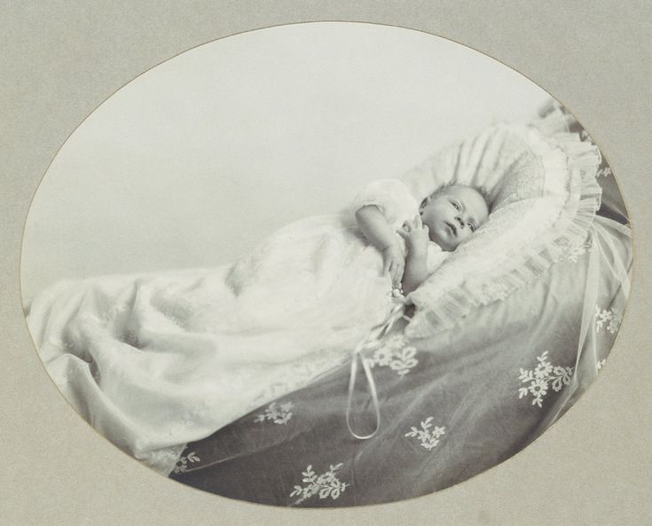 Unpublished childhood pictures of the Queen released to commemorate Prince George's birth.  Princess Elizabeth at 5 weeks.