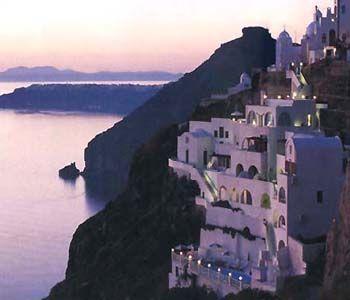 Fira, Santorini - cliff hotel    (via santorini.ws)