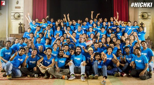Rani Mukerji colour coordinates with the entire crew in blue as she wraps up her film Hichki – view pic #FansnStars