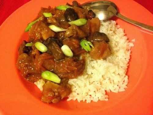 Deze 'Mongoolse' kip uit de slowcooker is heerlijk met rijst. Een beetje zoet en met heerlijk malse kip. Een aanradertje.