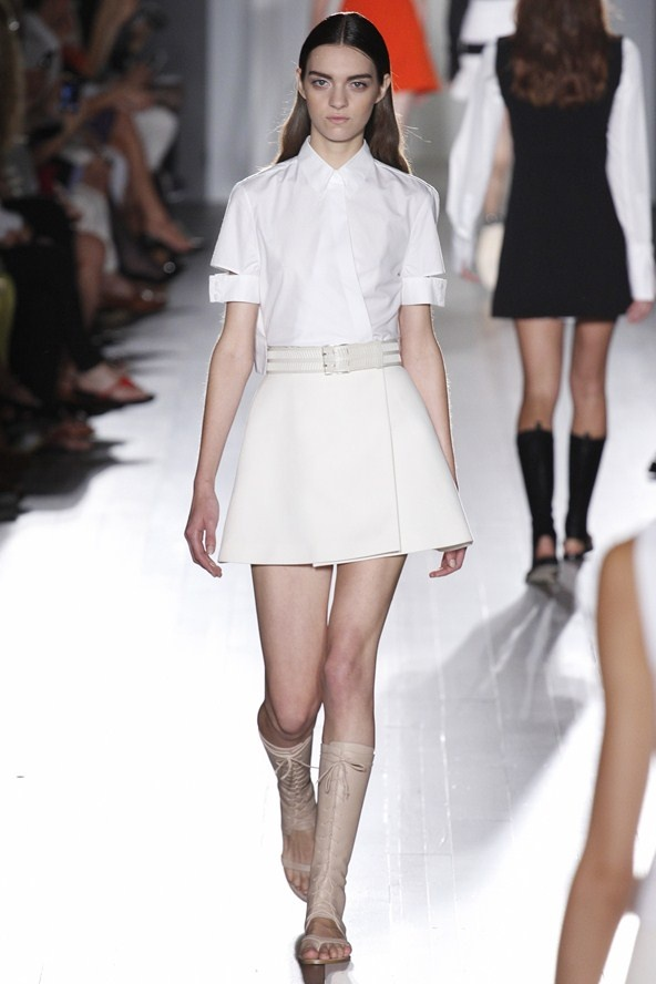 """5. WHITE ZONE  (Victoria Beckham, Alexander Wang,...)  """"Layer on fluid silhouettes to obtain a draped-Greek godess effect or keep it clean and minimal with crisp separates."""""""